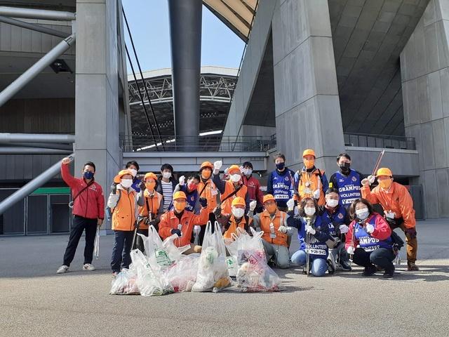 豊田スタジアムバックに記念撮影